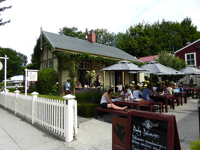 Arrowtown just outside of Queenstown maintains its old historic gold mining atmosphere, and posseses a great selection of cafes, and restaurants