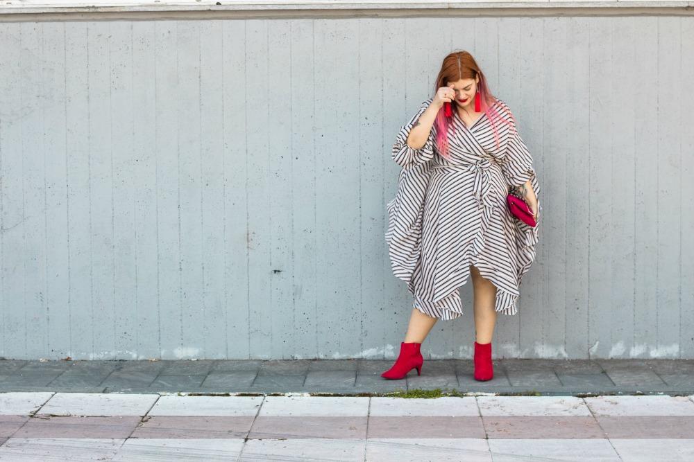 outfit plus size vestito a portafoglio e calze autoreggenti Milena Lingerie (4)