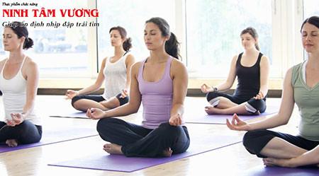 Hít sâu, thở chậm; thiền định; yoga là những bài tập hiệu quả nhất giúp làm giảm tim đập nhanh
