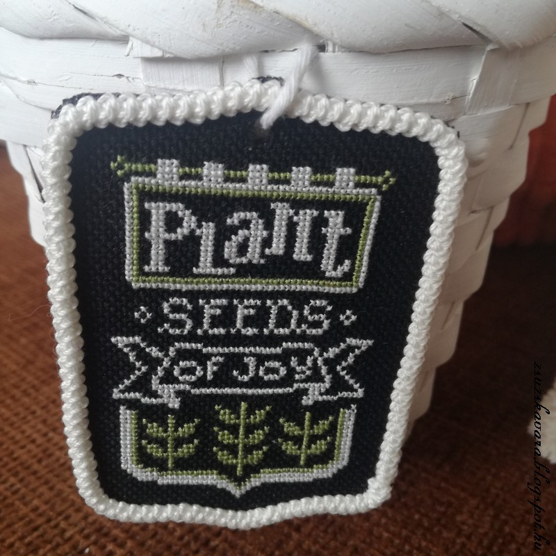 cross stitch, hands on design, chalk (2)