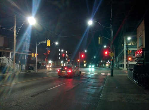 Looking north, Ossington at Dupont #toronto #ossingtonave #dupontstreet #dovercourtvillage #intersection #night