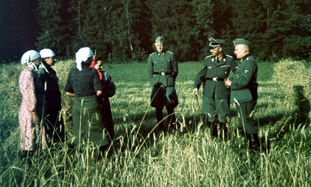 color heinrich himmler russia civilian ss chat talking officers