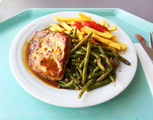 Pork loin in pepper cream sauce with bacon beans & french fries / Schweinelendchen in Pfefferrahmsauce mit Speckbohnen & Pommes Frites