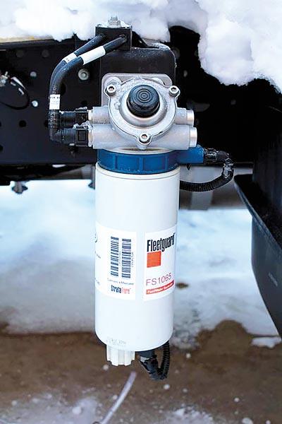 Новый топливный фильтр – сепаратор с подкачной помпой
