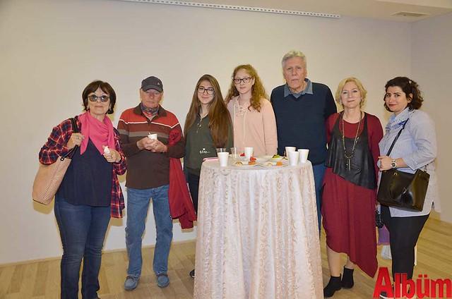 Ressam Serpil Deniz Şen ve ailesi