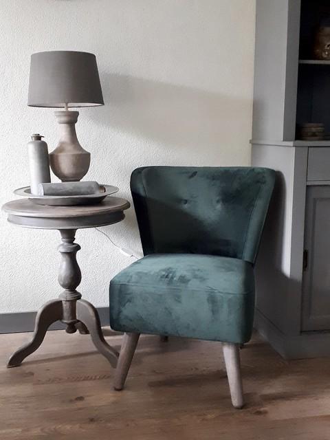 Groene fauteuil wijntafel lamp