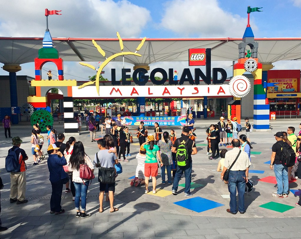 The Hungry Kat Its A Lego World At Legoland Malaysia Resort Tiket Johor Bahru Theme Park Dan Water There Are Nine Parks Around And This Is First Time For My Sister I To Visit Awesome Toy Wonderland