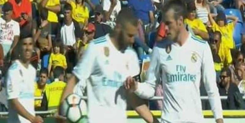 Karim Benzema dan Gareth Bale Memperebutkan Penalti Real Madrid
