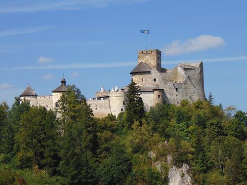 niedzica castle pieniny mountains trees landscape view czorsztyn lake zamek góry drzewa sky niebo poland polska