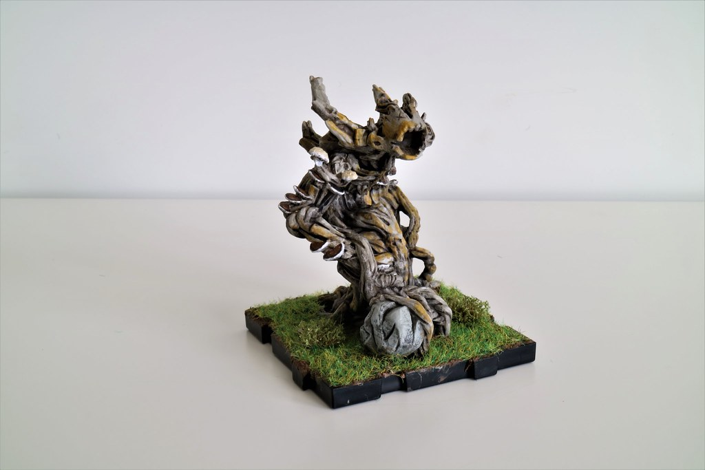 Runewars Miniatures Latari Scion Lichen Front