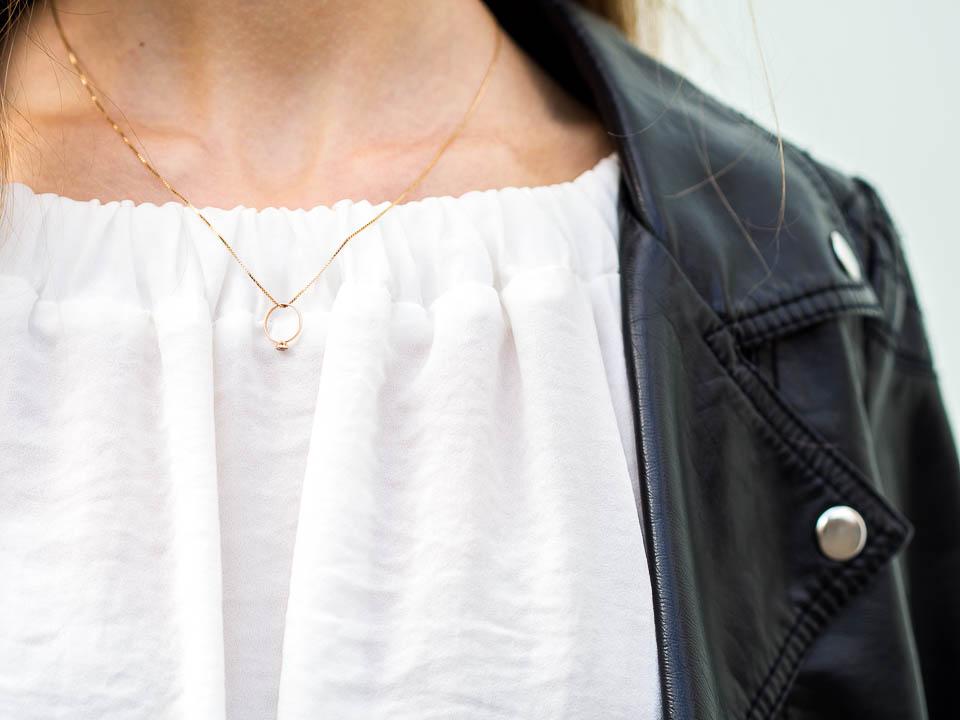 dainty-golden-jewellery-necklace