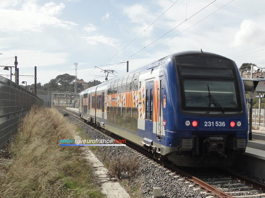 La rame Z23536 TER PACA SNCF à quai voie E en gare d'Aubagne-en-Provence