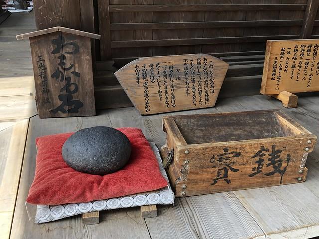 犬山 三光稲荷神社 おもかる石 IMG_0242
