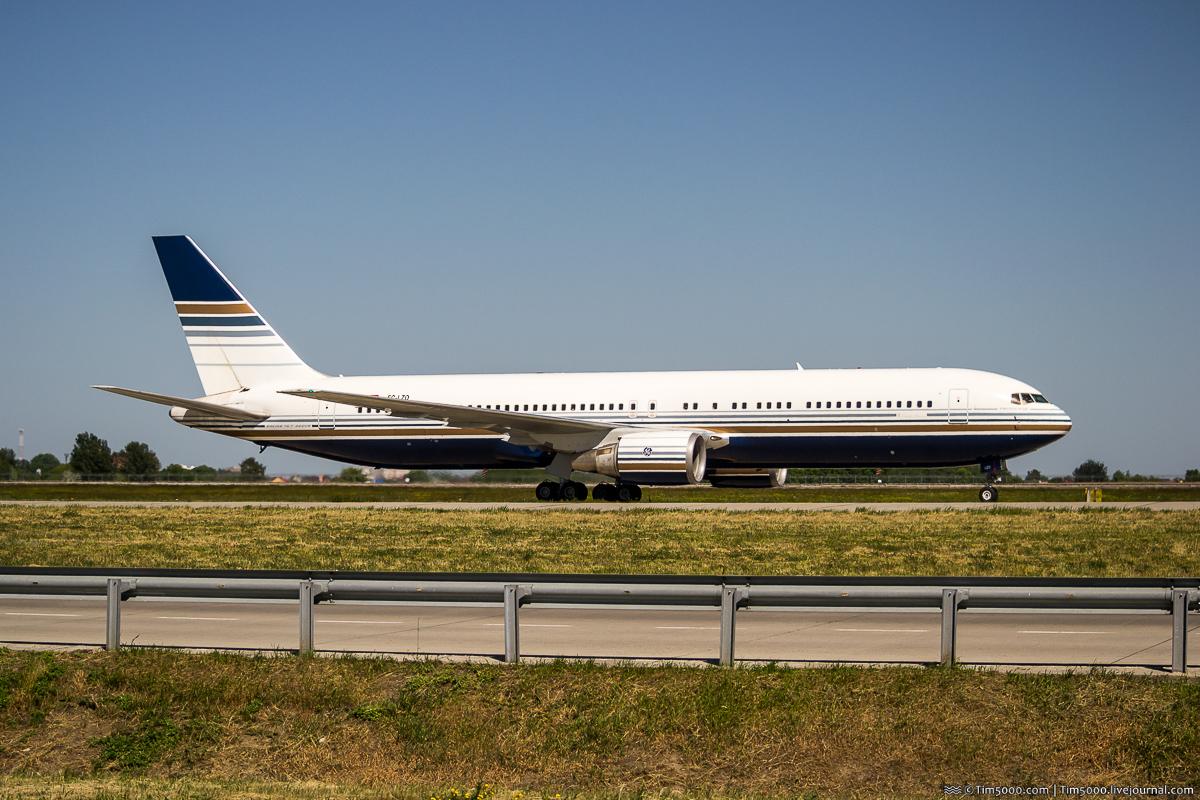 Boeing 767-300ER EC-LZO Privilege Style