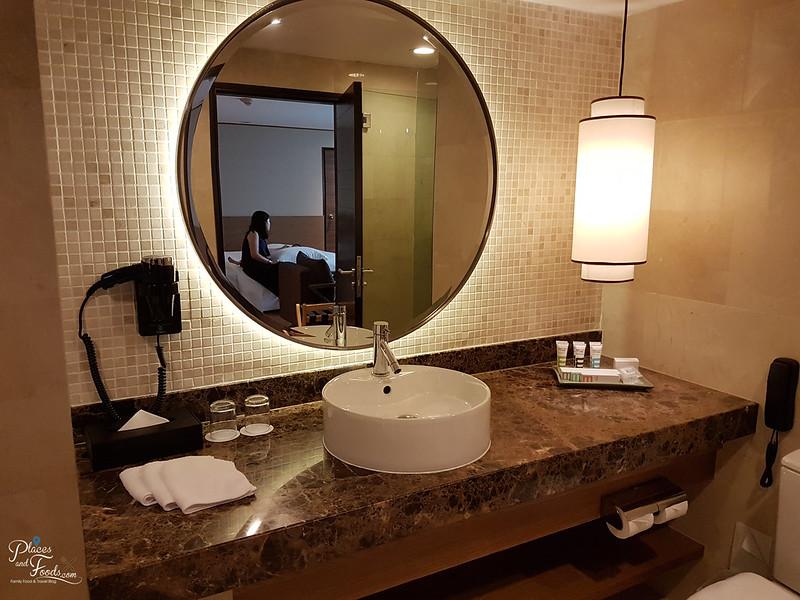 grand mercure bathroom