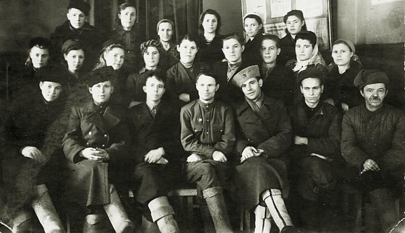 Барнаул. Коллектив кинотеатра Победа, 1947г.