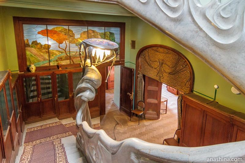 Лестничный холл первого этажа, особняк Рябушинского, Москва