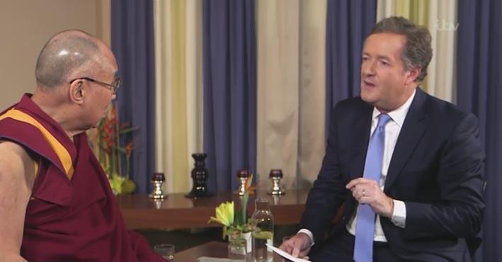 Dalai Lama Ke-14 bersama Piers Morgan dalam acara Good Morning Britiain, di ITV, Kamis (22/9/2016).
