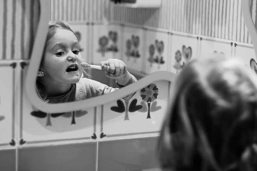 Cepillándose los dientes...
