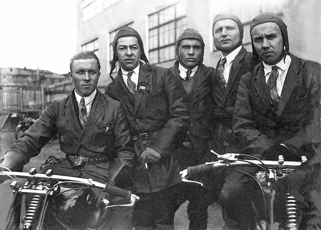 20 Руководители и ИТР мотозавода уверенно ездили на мотоциклах