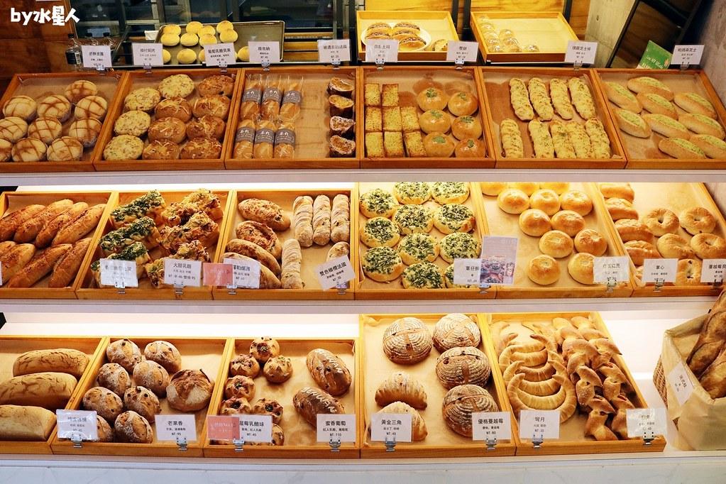 41567893885 7963edef64 b - 熱血採訪|本丸麵包,每日手感烘焙新鮮出爐,大推爆滿蔥仔胖、明太子法國麵包
