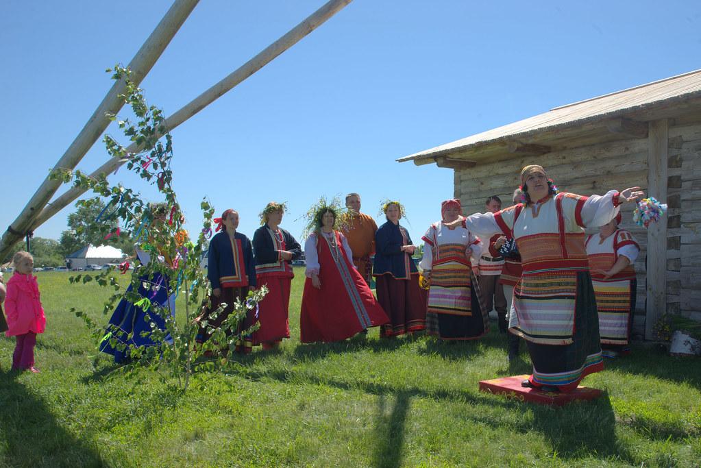 Праздник Троицы в Тарханах. Выступление фольклорного коллектива музея