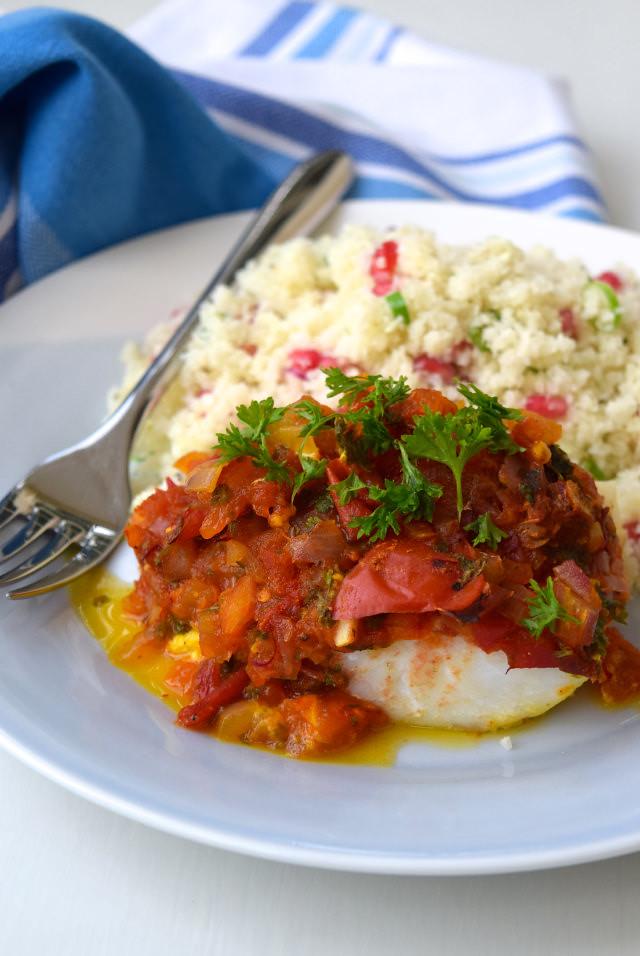 Skinny Tomato and Turmeric Cod with Cauliflower Rice #healthy #fish #cod #salsa #tomato #saffron #cauliflower #cauliflowerrice