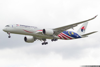 Malaysia Airlines Airbus A350-941 cn 213 F-WZGT // 9M-MAG