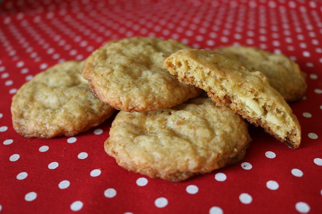 Biscoitos de Coco, Limão e Chocolate Branco