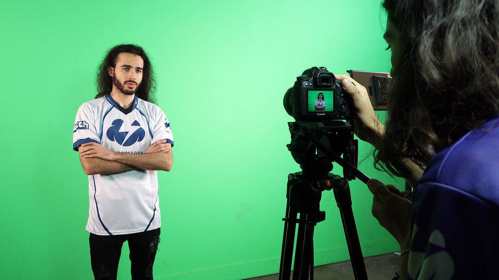 VapeJesus in a photo shoot with Bills