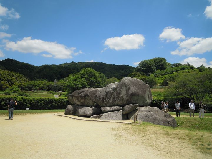 舞台 古墳 石