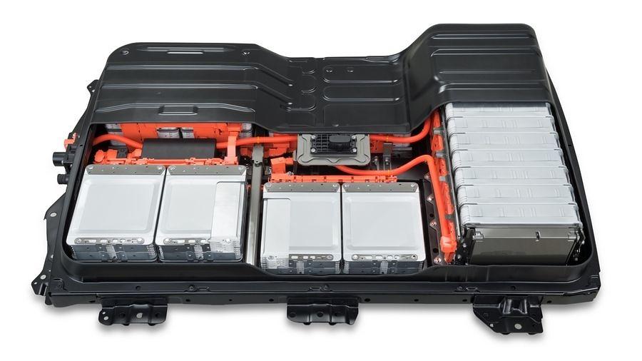 Nissan Leaf добива нови батерии по цена од 2.300 евра