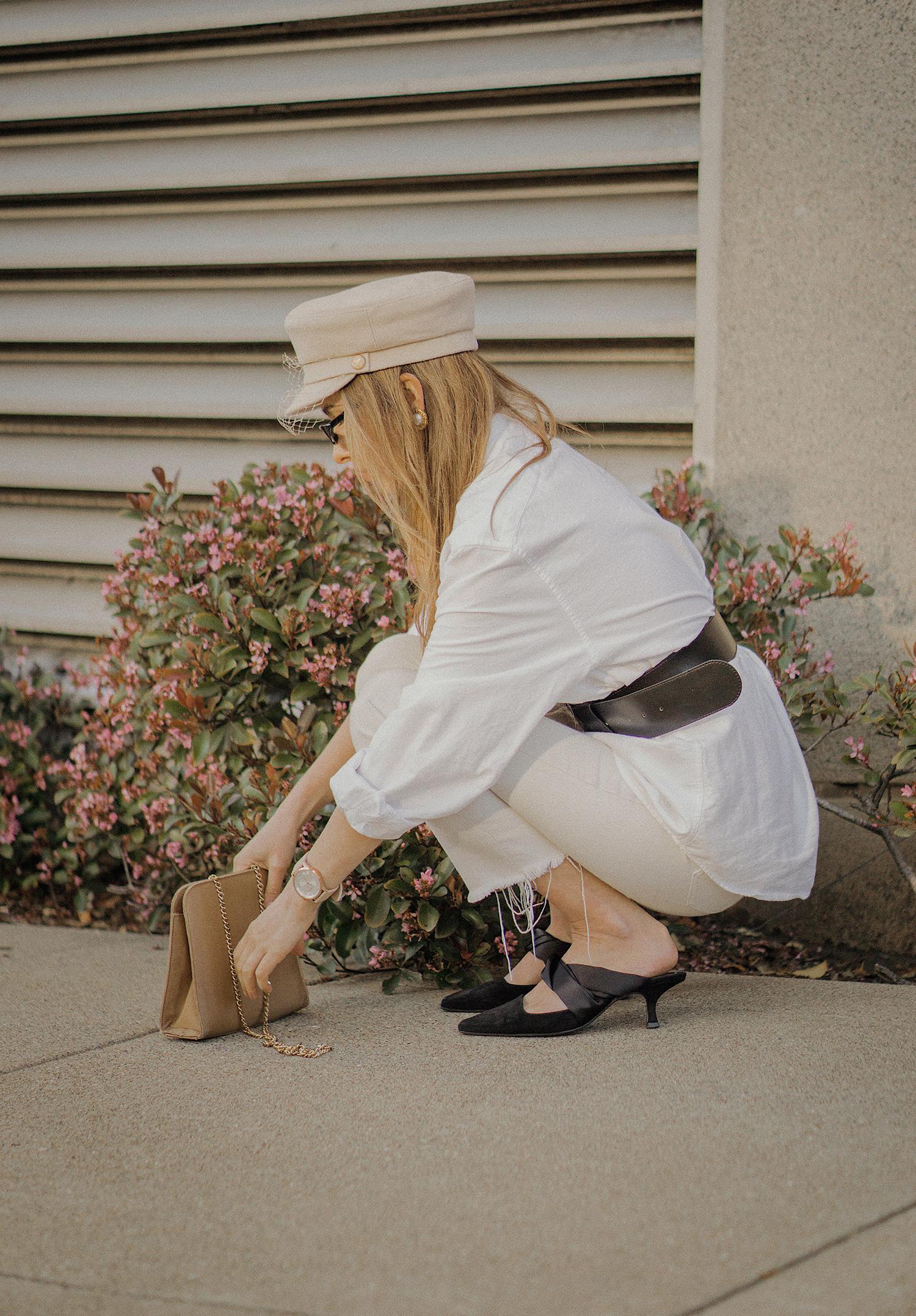 white_jeans_white_oversized_belted_man_cotton_shirt_vintage_bag_kitten_heel_cap_lenajuice_thewhiteocean_01