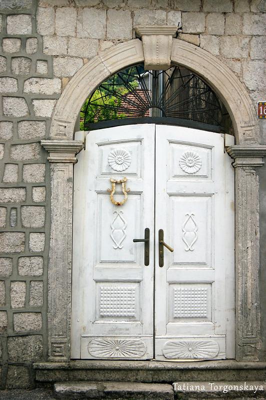 Входная дверь, Прчань
