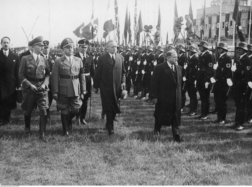 Прилет премьер-министра Франции Эдуарда Даладье (1-й справа). Рядом с премьер-министром министр иностранных дел Германии Йоахим Риббентроп и Адольф Вагнер, гауляйтер Мюнхена-Верхней Баварии