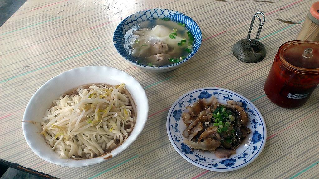 愛國東路大樹下麵攤 2011-12-19