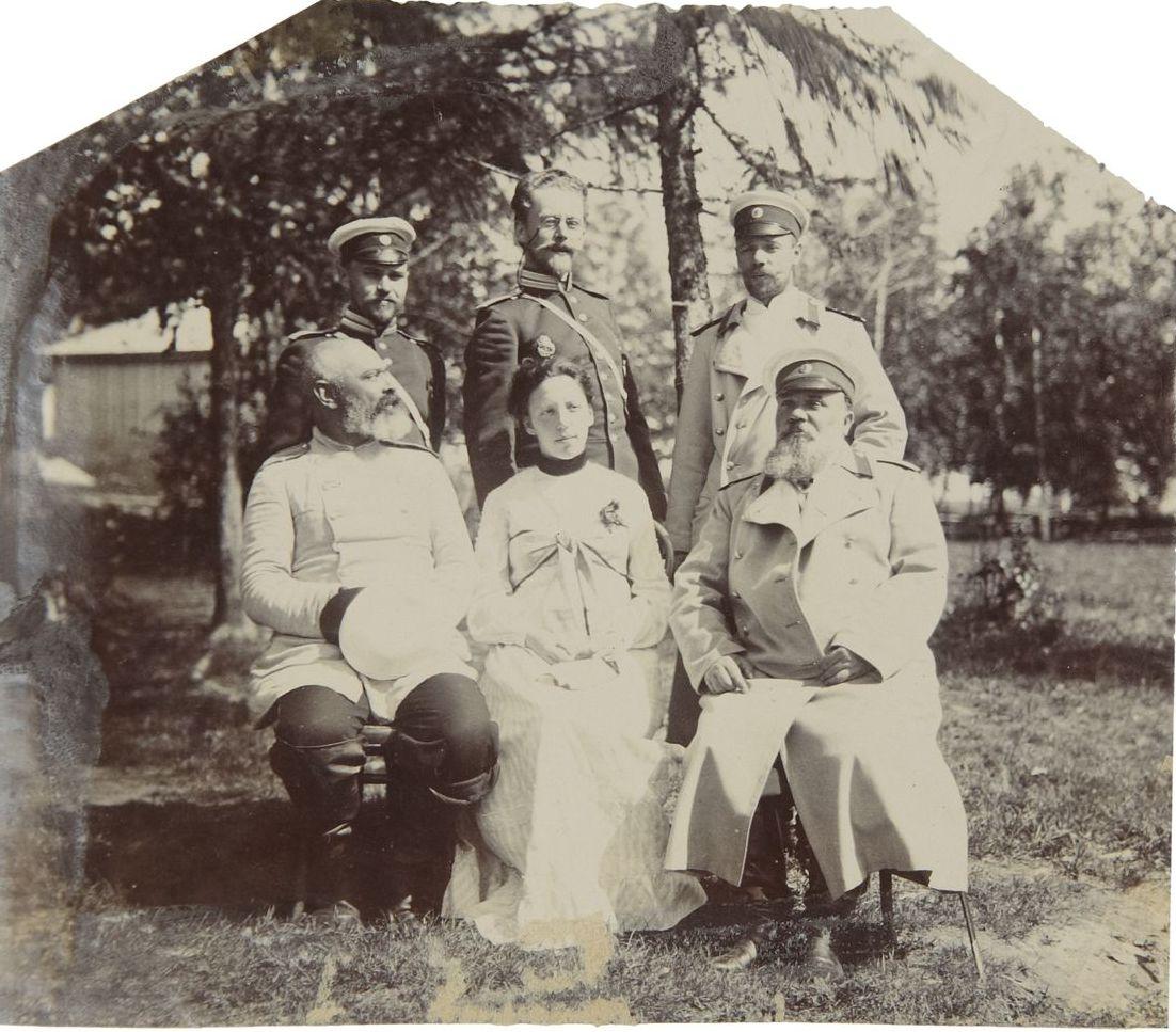 1903. Фото группы офицеров. На обратной стороне подпись карандашом «Николаевск. Хабаровской.»