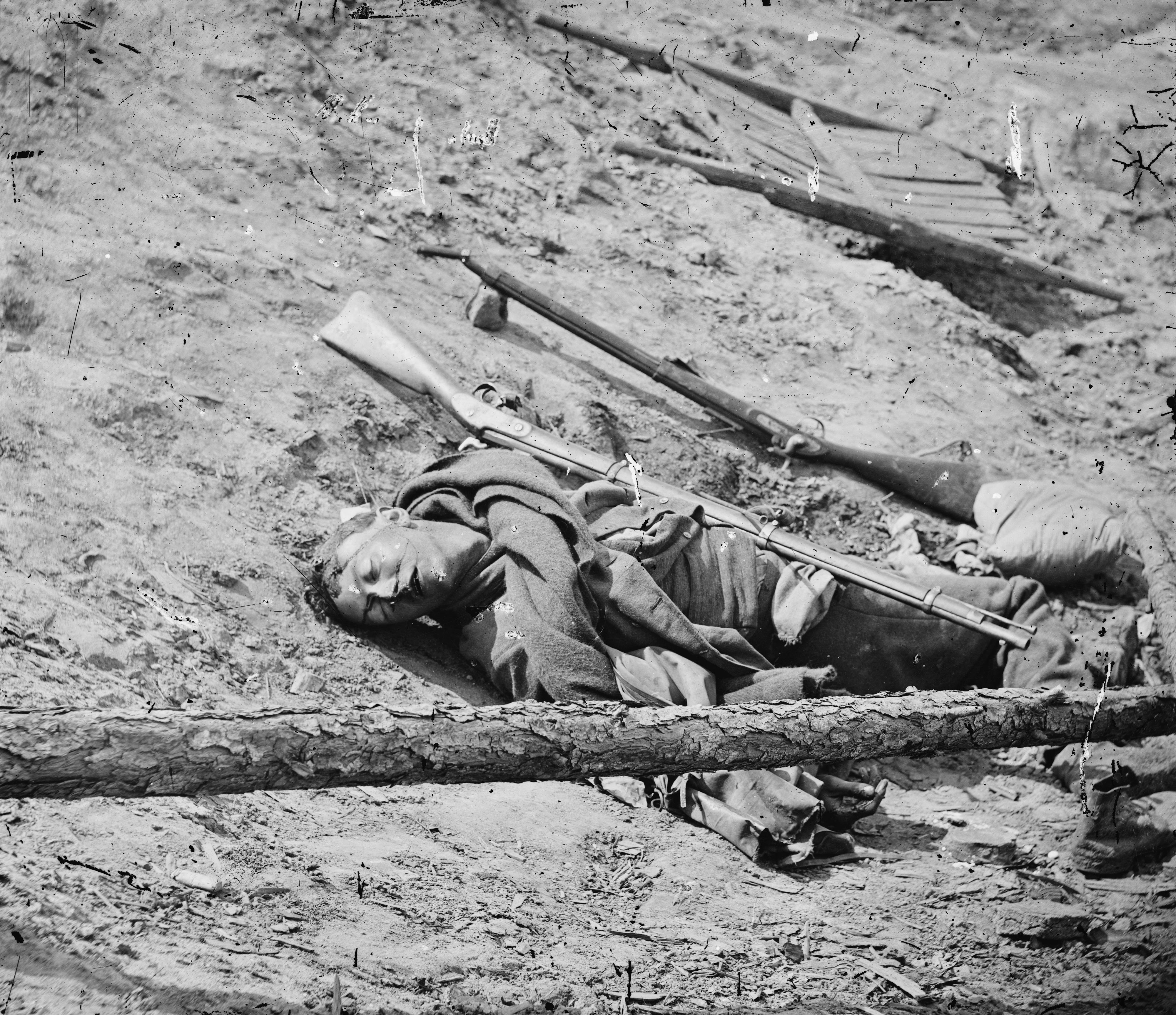 Dead Confederate soldier with gun in Virginia, April 1865.