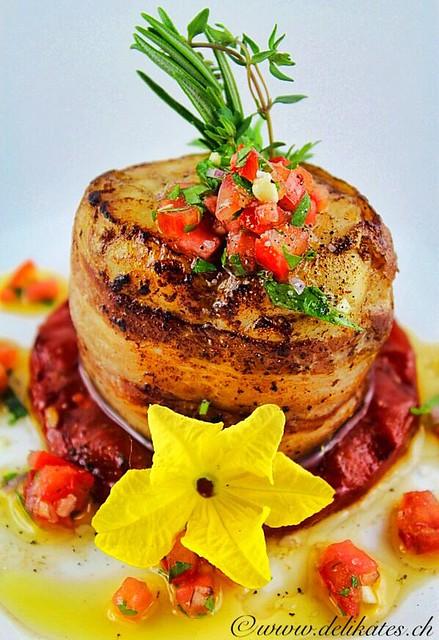 Grillrezept - Seeteufel im Speckmantel auf grillierter Wassermelone