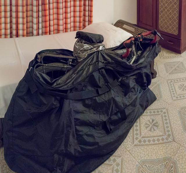 Fahrrad für den Flug verpackt