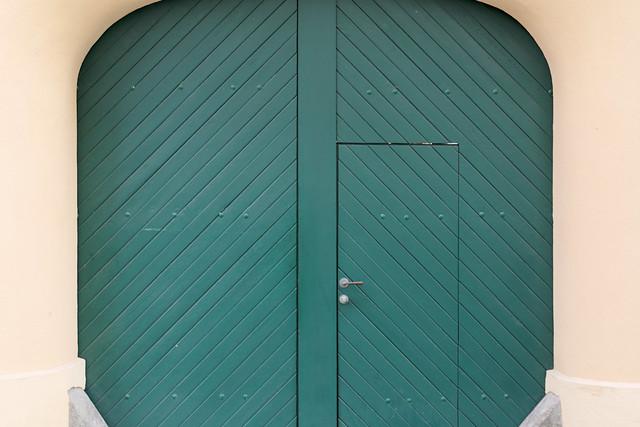 Tor mit Tür / Gate with door