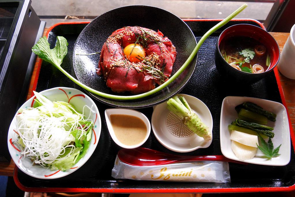 信州安曇野大王わさび農場のレストランのローストビーフ丼