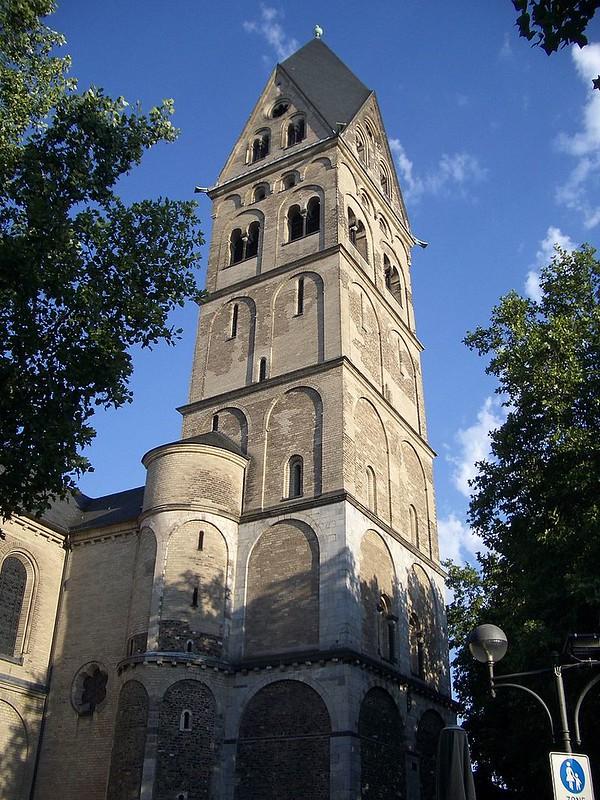 800px-St_Aposteln_Westturm_Koeln2007
