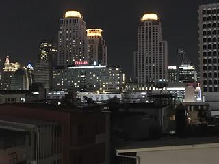 セントラルの夜の街