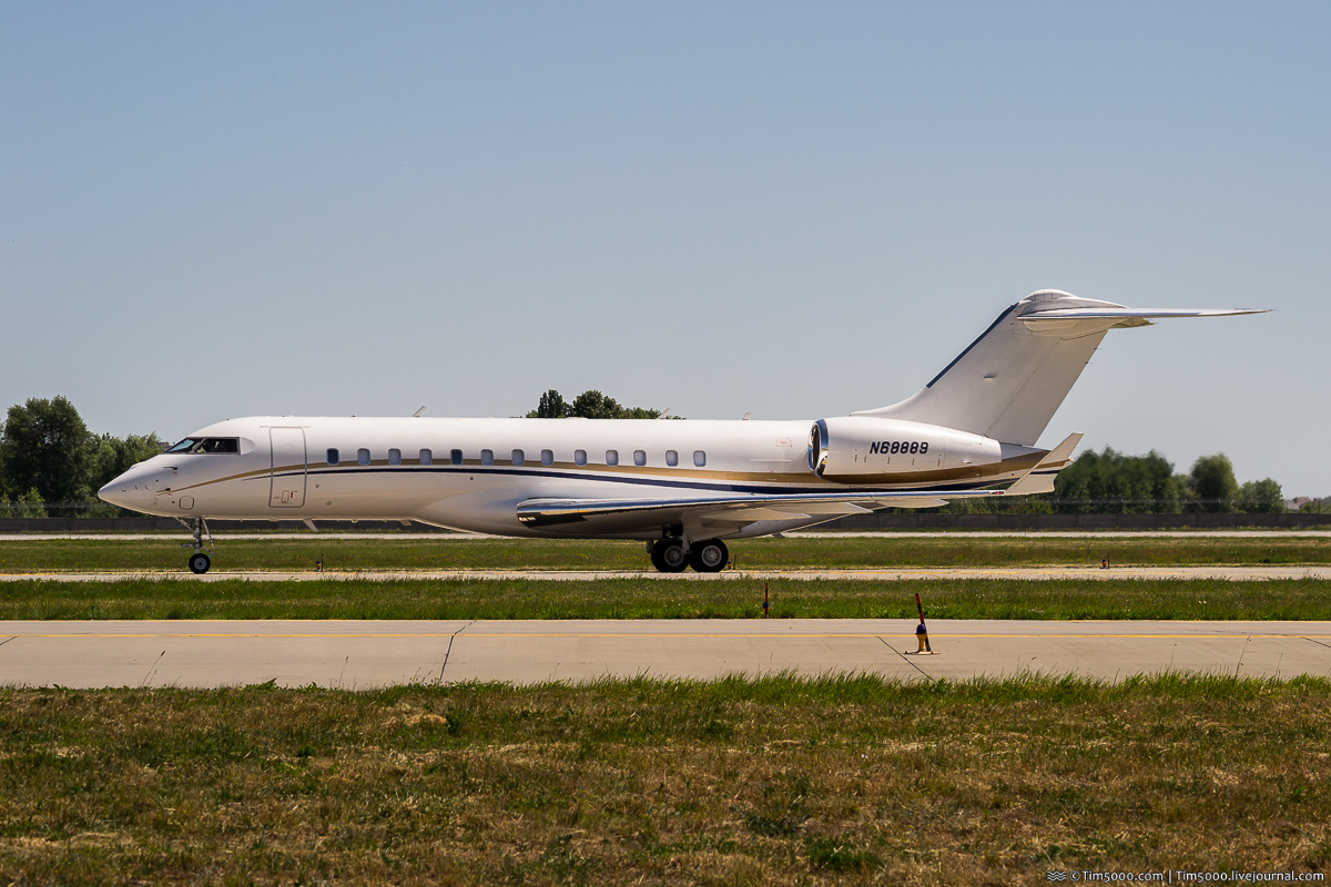 Bombardier BD-700-1A10 Global 6000 N68889