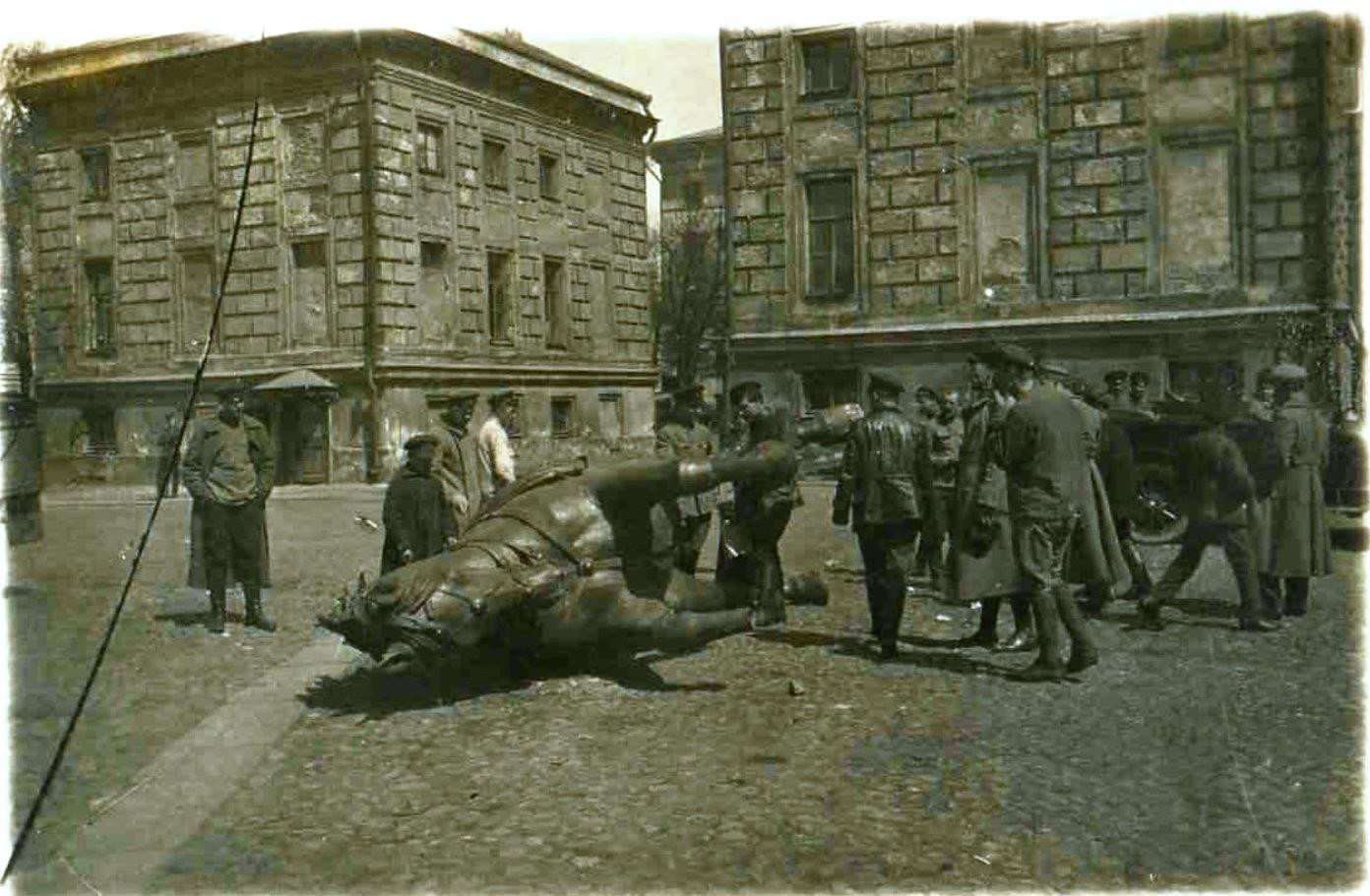 1918. Демонтаж памятника генералу Скобелеву. 1 мая