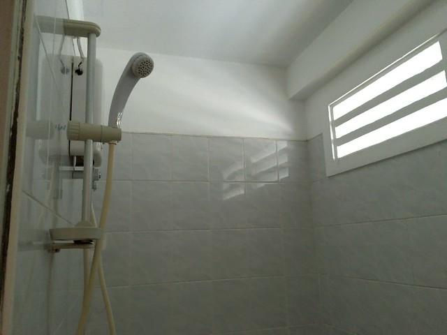 トイレの真上のシャワー