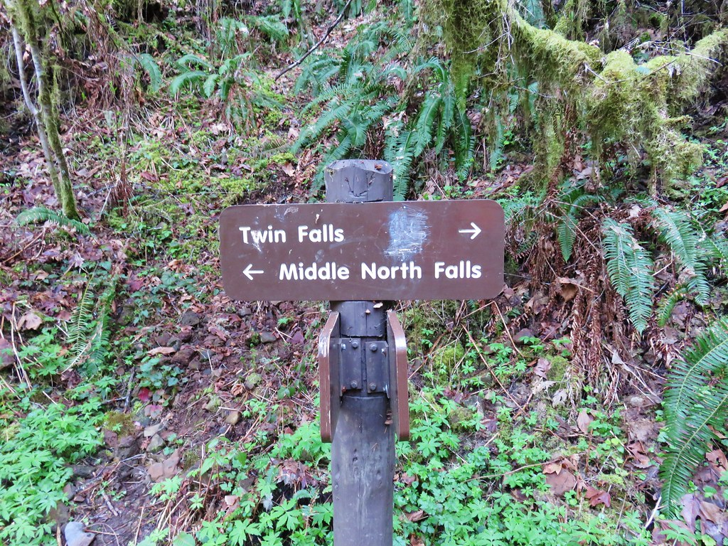 Sign for Middle North Falls