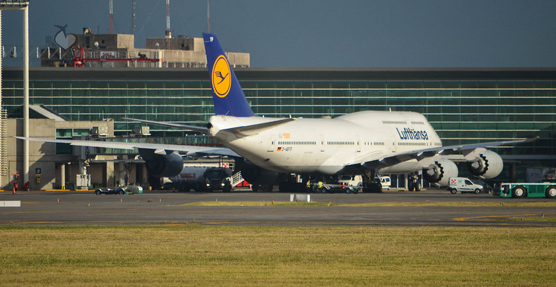 Lufthansa B747-8