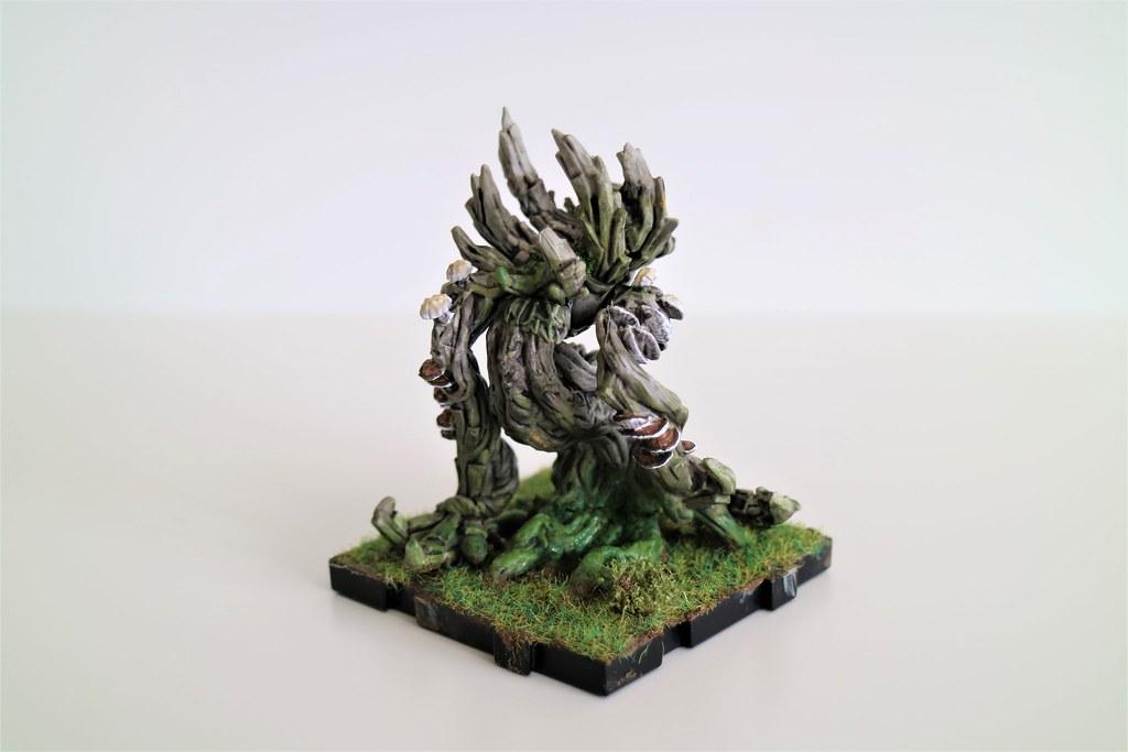Runewars Miniatures Latari Scion Moss Back